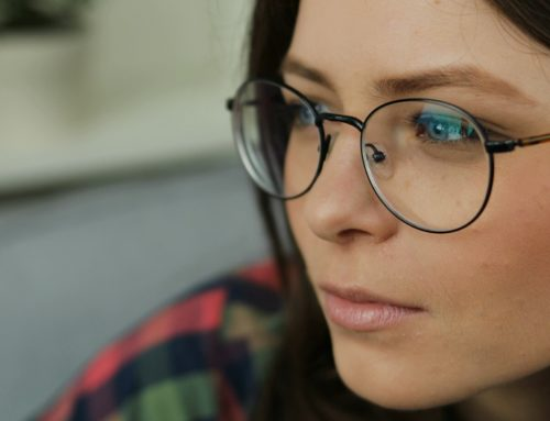 Cum sa iti alegi ochelarii in functie de forma fetei
